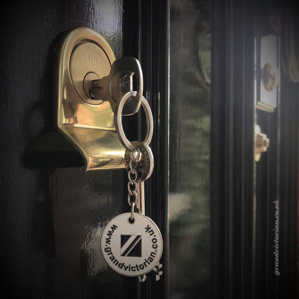 Keys in a Yale Traditional night latch PR4-4XW